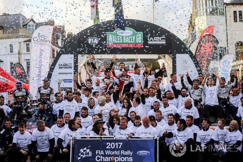 Sébastien Ogier, Julien Ingrassia, Ford Fiesta WRC, M-Sport, Ott Tänak, Martin Järveoja, Ford Fiesta WRC, M-Sport, Elfyn Evans, Daniel Barritt, Ford Fiesta WRC, M-Sport celebrate with the teams