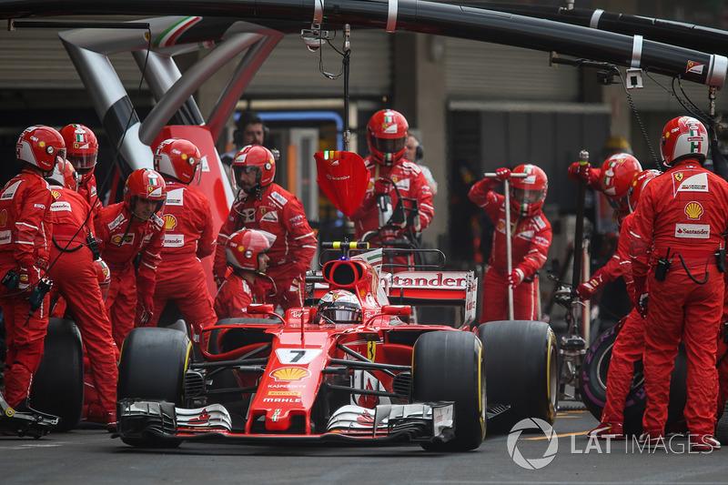 Kimi Raikkonen, Ferrari SF70H makes a pitstop