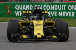 Nico Hulkenberg, Renault Sport F1 Team R.S. 18 waves at the end of the race
