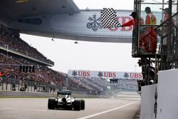 Lewis Hamilton, Mercedes W05, takes the chequered flag
