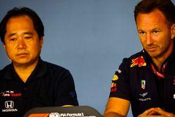 Toyoharu Tanabe, Direttore Tecnico F1, Honda e Christian Horner, Team Principal, Red Bull Racing, nella conferenza stampa