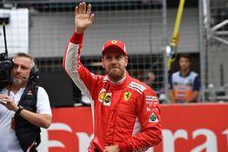 Tercero Sebastian Vettel, Ferrari celebra en parc ferme