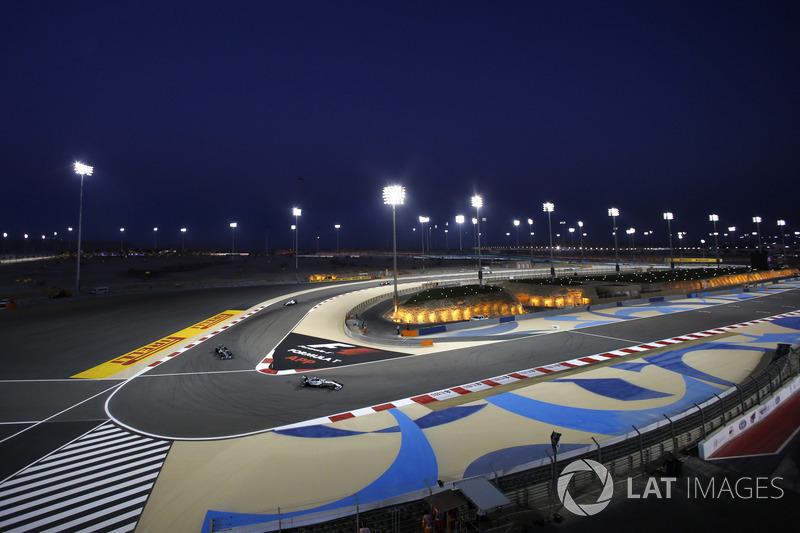 Lewis Hamilton, Mercedes W05, devant Nico Rosberg, Mercedes W05, et Felipe Massa, Williams FW36