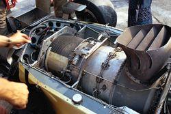 Il motore Pratt & Whitney con turbina a gas sul retro della Lotus 56B