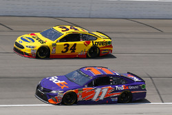 Denny Hamlin, Joe Gibbs Racing, Toyota Camry FedEx Ground and Michael McDowell, Front Row Motorsports, Ford Fusion Love's Travel Stops