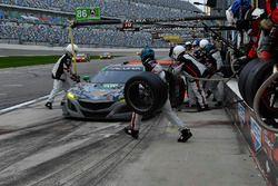 #86 Michael Shank Racing Acura NSX, GTD: Katherine Legge, Alvaro Parente, Trent Hindman, A.J. Allmendinger arrêt au stand
