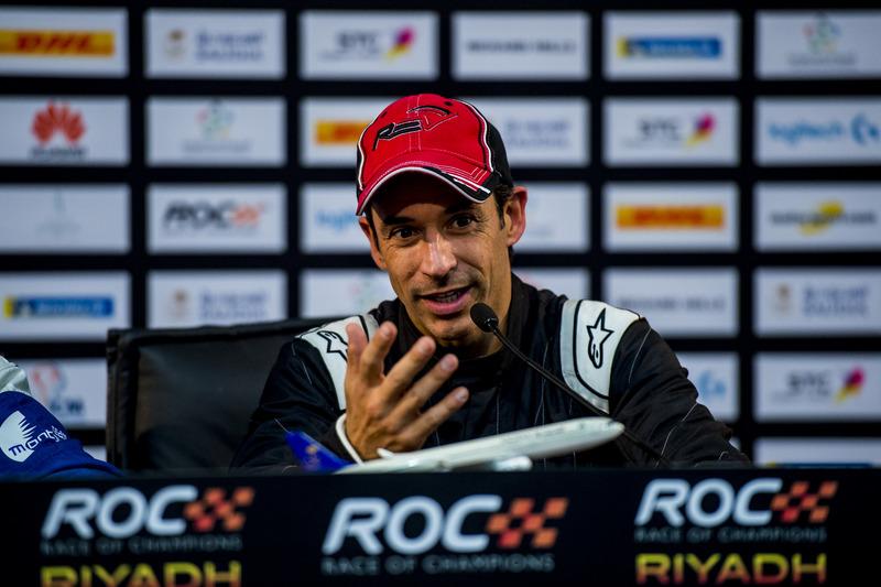 Helio Castroneves del equipo Latinoamérica en la conferencia de prensa