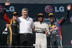 Podium: second place Kimi Raikkonen, Lotus F1 Team, Ross Brawn, Mercedes AMG F1 Team Principal, race