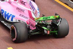Esteban Ocon, Force India VJM11, avec de la peinture sur l'aileron arrière