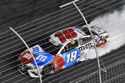 Yarış galibi Kyle Busch, Joe Gibbs Racing, Toyota Camry M&M's Red White & Blue