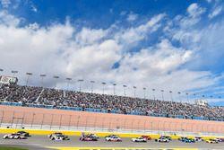 Brad Keselowski, Team Penske, Ford Fusion Discount Tire and Chase Elliott, Hendrick Motorsports, Chevrolet Camaro NAPA Auto Parts