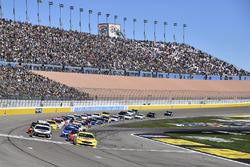 Ryan Blaney, Team Penske, Ford Fusion Menards / Pennzoil, Kevin Harvick, Stewart-Haas Racing, Ford Fusion Jimmy John's
