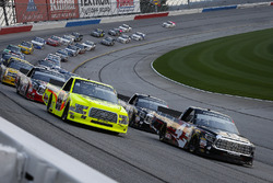 Kyle Busch, Kyle Busch Motorsports, Cessna Toyota Tundra and Matt Crafton, ThorSport Racing, Rip It / Menards Ford F-150 lead the field