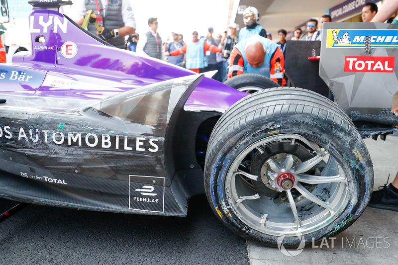 The damage on the car of Alex Lynn, DS Virgin Racing
