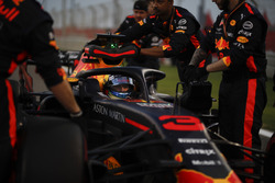 Daniel Ricciardo, Red Bull Racing RB14 on the grid