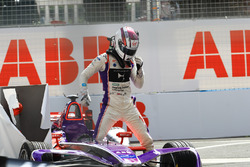 Alex Lynn, DS Virgin Racing, dopo l'incidente nelle Libere 2
