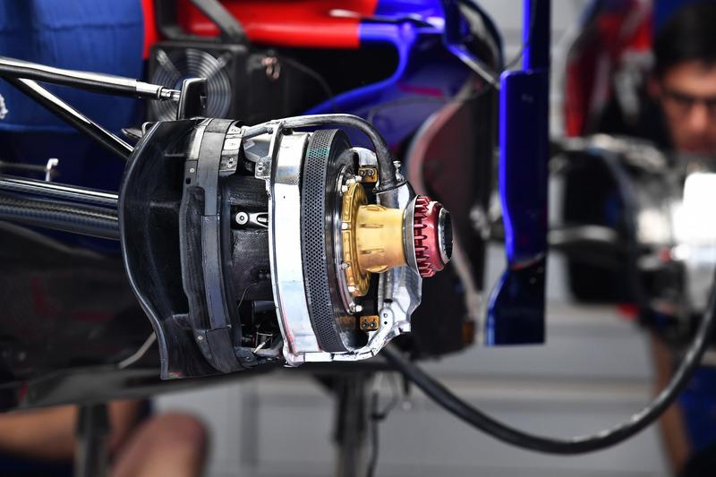 Freno delantero del Scuderia Toro Rosso STR13