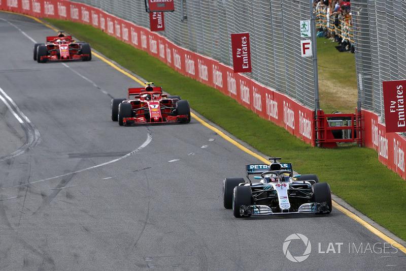 Lewis Hamilton, Mercedes-AMG F1 W09 leads Kimi Raikkonen, Ferrari SF71H