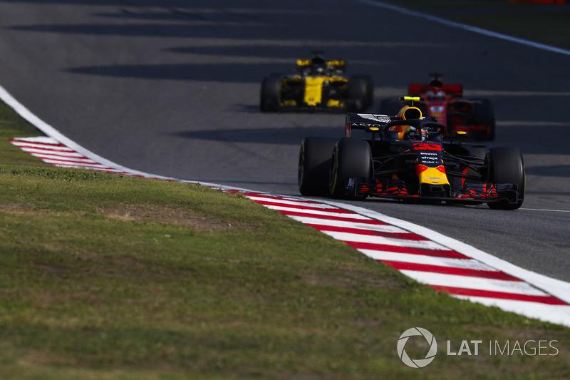 Max Verstappen, Red Bull Racing RB14 Tag Heuer, Sebastian Vettel, Ferrari SF71H y Nico Hulkenberg, Renault Sport F1 Team R.S. 18