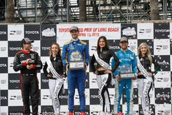 Will Power, Team Penske Chevrolet, Alexander Rossi, Andretti Autosport Honda, Ed Jones, Chip Ganassi Racing Honda, sur le podium