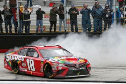 Ganador de carrera Kyle Busch, Joe Gibbs Racing