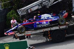 La voiture accidentée de Pierre Gasly, Scuderia Toro Rosso STR13