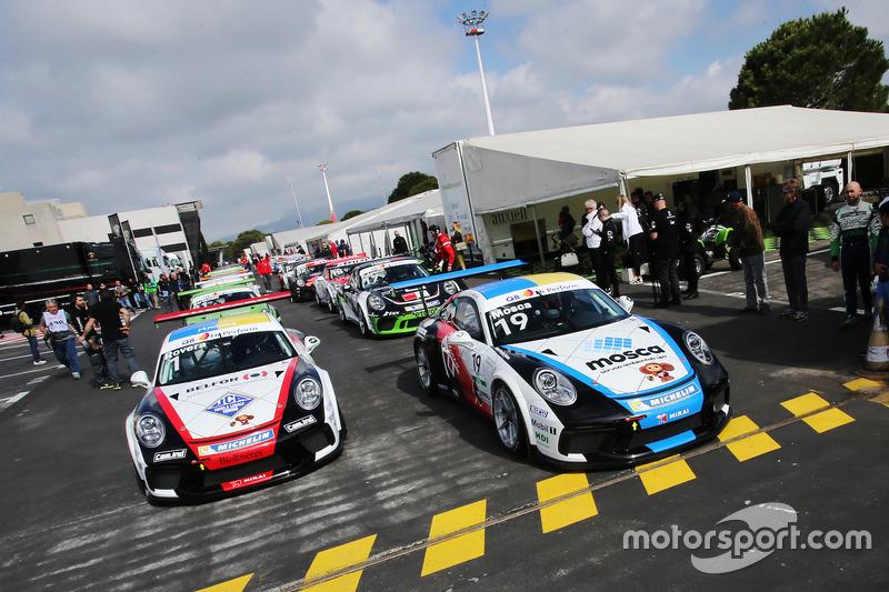 Le Porsche 911 GT3 Cup nel paddock in attesa dell'inizio delle Qualifiche