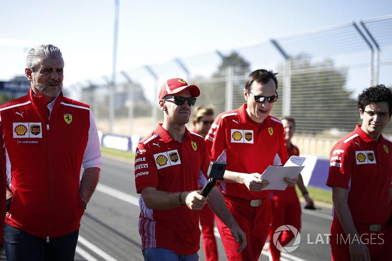 Себастьян Феттель, Ferrari, Риккардо Адами, гоночный инженер Ferrari, Маурицио Арривабене, руководитель команды Ferrari