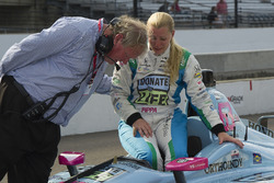Dale Coyne comforts Pippa Mann after failing to make the field, Dale Coyne Racing Honda
