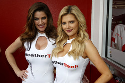Les charmantes WeatherTech Girls