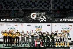 各组别领奖台: P组冠军#2 极速车队 李吉尔JS P2 HPD:斯科特•夏普、埃德•布朗、约翰内斯•范奥弗比克、皮波•德拉尼; PC组冠军#85 JDC/Miller Motorsports ORE