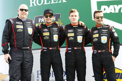 Пол Далла-Лана, Педро Лами, Матиас Лауда и Ричи Стэнэвей, #98 Aston Martin Racing Aston Martin Vantage GT3