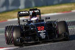 Jenson Button, McLaren MP4-31, in pista con i sensori per i test aerodinamici