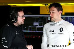 Julien Simon-Chautemps, Renault Sport F1 Team ind Jolyon Palmer, Renault Sport F1 Team
