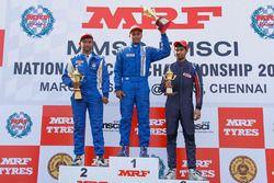 Podio gara 2: il vincitore Karthik Tharani, il secondo Sandeep Kumar e il terzo Anindith Reddy