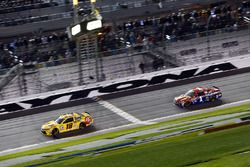 Finish : Kyle Busch, Joe Gibbs Racing Toyota takes the checkered flag