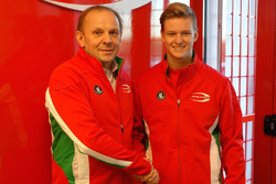 Mick Schumacher con Angelo Rosin, Prema Team Principal