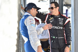 Tony Kanaan, Chip Ganassi Racing Chevrolet, Helio Castroneves, Team Penske Chevrolet