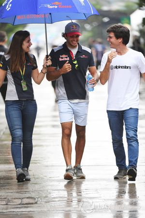 Carlos Sainz Jr., Scuderia Toro Rosso e Tabatha Valles, addetta stampa Scuderia Toro Rosso