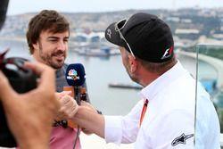 Fernando Alonso, McLaren y Jason Swales, NBC TV Productor
