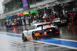 #86 Gulf Racing Porsche 911 RSR: Michael Wainwright, Ben Barker, Nicholas Foster