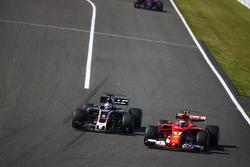Romain Grosjean, Haas F1 Team VF-17, battles with Kimi Raikkonen, Ferrari SF70H