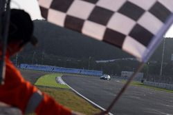 Checkerd flag for Rob Huff, Leopard Racing Team WRT, Volkswagen Golf GTi TCR