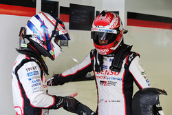 Гонщики Toyota Gazoo Racing Энтони Дэвидсон и Казуки Накаджима