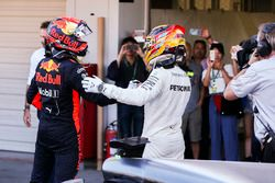 Max Verstappen, Red Bull, second place, congratulates Race winner Lewis Hamilton, Mercedes AMG F1, i