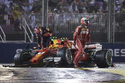 Kimi Raikkonen, Ferrari, Max Verstappen, Red Bull, na de crash