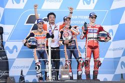 Podio: ganador Marc Marquez, Repsol Honda Team, Dani Pedrosa, Repsol Honda Team, Jorge Lorenzo, Ducati Team