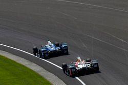 Такума Сато, Andretti Autosport Honda, и Джеймс Дэвисон, Dale Coyne Racing Honda