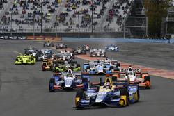 Start: Alexander Rossi, Herta - Andretti Autosport Honda, Takuma Sato, Andretti Autosport Honda, Josef Newgarden, Team Penske Chevrolet