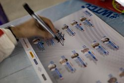 Sesión de autógrafos: Tiago Monteiro, Honda Racing Team JAS, Honda Civic WTCC